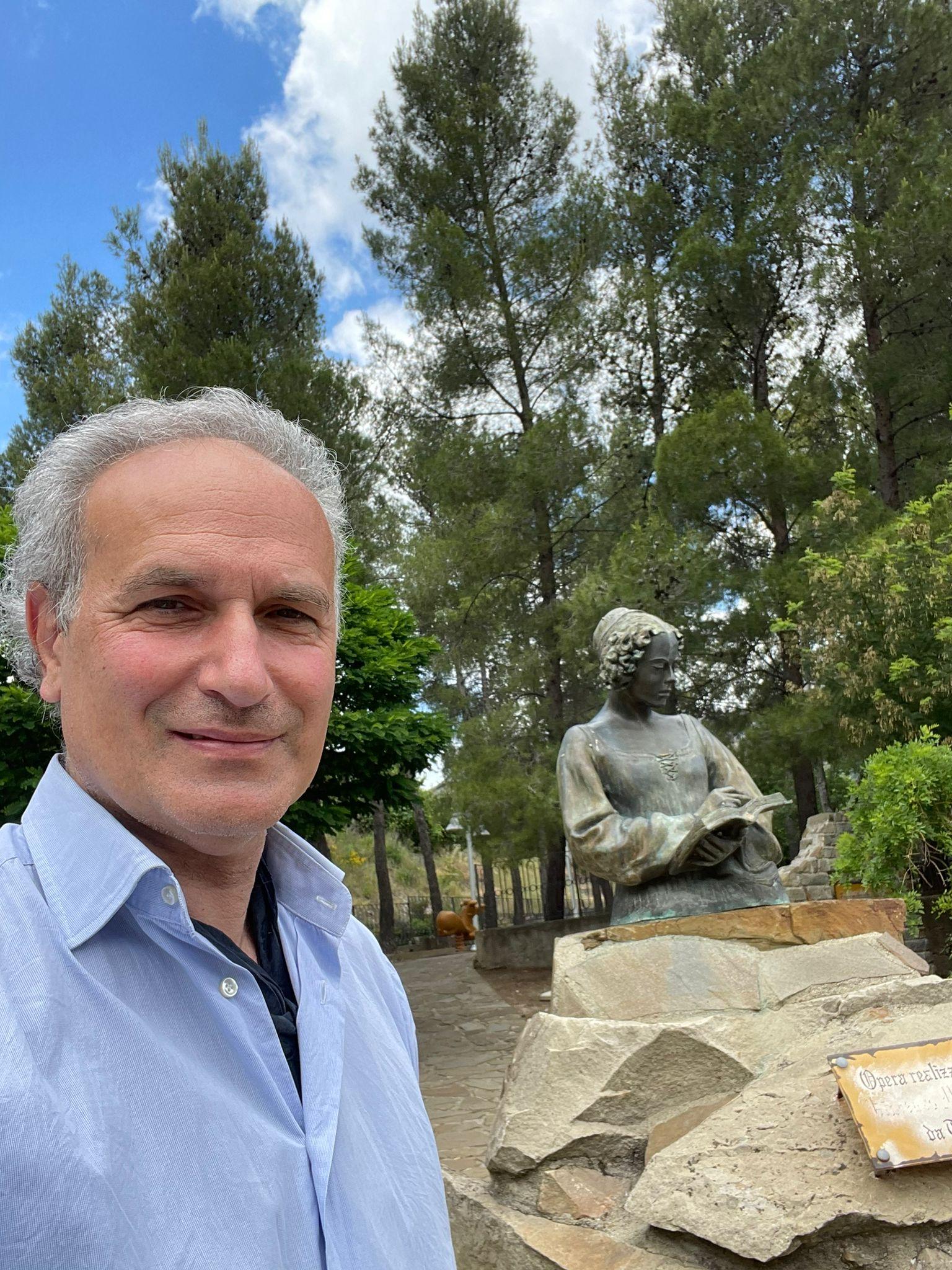 Giuseppe Siniscalchi a Valsinni zona scultura dedicata ad Isabella Morra